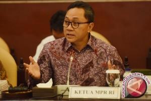 Ketua MPR tembus perkebunan karet demi sosialisasi