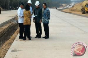 Jokowi Pantau Progres Jalan Tol Sumatera