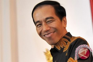 Biar gak nampak kurus, Jokowi perbesar baju