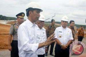 Presiden optimistis pembangunan tol 1.800 km tercapai
