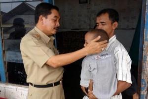 Wali Kota Metro kunjungi bocah sakit jantung