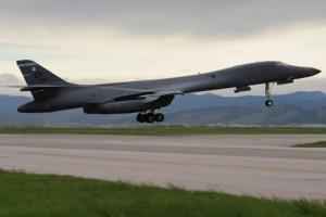 Bomber B-1 AS lakukan latihan dengan amunisi aktif