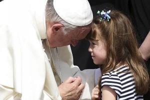 Paus dikritik keras atas komentar pernikahan modern