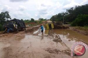 Jalan di Mesuji Rusak Rugikan Petani Sawit