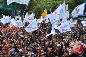 Massa buruh masuki Jakarta melalui empat rute