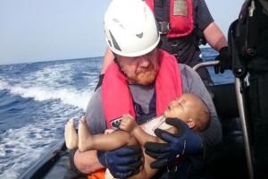 Bayi migran tenggelam