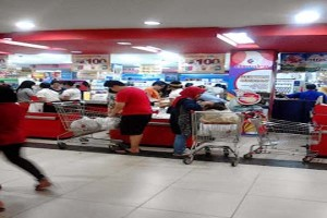 Warga Bandarlampung Padati Pusat Perbelanjaan