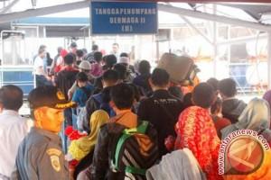 Jumlah Penumpang Transportasi Massal Turun