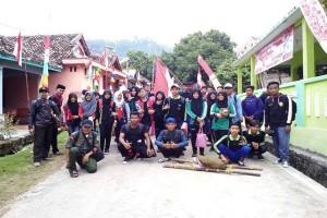 Aktivis-Pelajar Rayakan Kemerdekaan Bersihkan Gunung Rajabasa