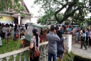 Gereja diteror, polisi ledakkan tas diduga bom