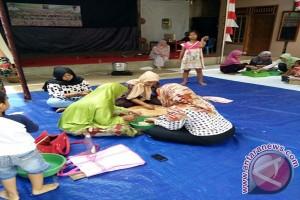 Dinsosnakertrans Lampung Timur beri pelatihan pembuatan kelanting