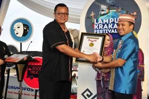 Gubernur terima dua penghargaan di Festival Krakatau