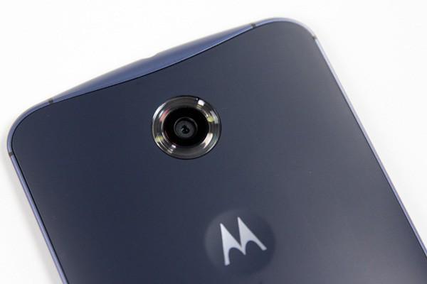 Lenovo akan produksi ponsel pintar Moto  di Indonesia