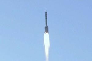 China luncurkan pesawat luar angkasa berawak