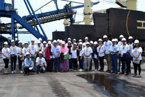 Mahasiswa Asing Darmajaya Kunjungi PT BA Lampung