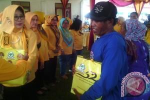 Perempuan Partai Golkar Bantu Nelayan Lampung Timur