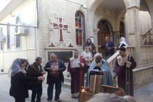 Umat Kristen Irak berdoa lagi di Gereja Mosul