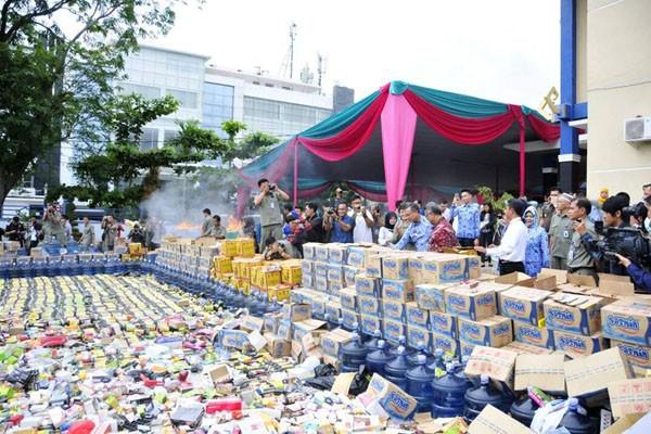 bbpom musnahkan 1 827 jenis makanan dan obat antara news