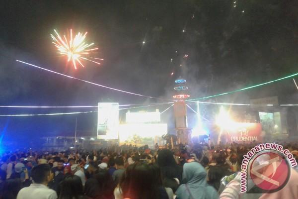 Bandarlampung sambut 2017 dengan pesta kembang api