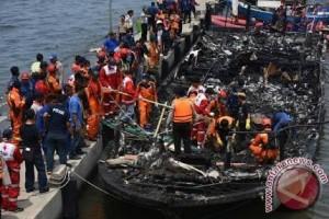 Tahun Baru diawali dengan musibah kapal terbakar