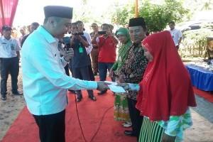 Bupati Lampung Utara Serahkan Sejumlah Bantuan Ke Desa Cahaya Negeri