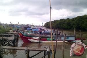 TNI AL selamatkan lima nelayan Bengkulu