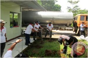 Mitra Bentala-Aqua Kerja Sama Buat Lubang Biopori