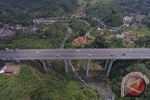 Truk sudah boleh melintasi Jembatan Cisomang