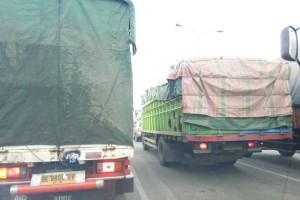 Jalur Puncak tetap tertutup untuk truk