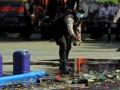 Petugas Polresta Bandarlampung melemparkan botol minuman keras dalam pemusnahan barang bukti  hasil ungkap kasus tindak pidana narkotika selama kurun waktu 3 bulan di Lapangan Markas Polresta Bandarlampung, Lampung,Kamis (9/3). Adapun barang bukti lainnya diantaranya 30 Kilogram ganja, 3 Kilogram sabu-sabu, 2.624 botol minuman keras , 795 liter tuak serta 2.964 keping DVD porno.