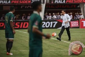 Jokowi Saksikan Final Piala Presiden