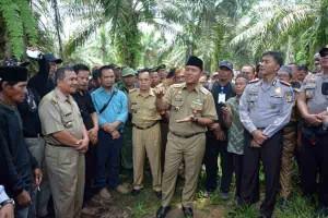 Bupati Fasilitasi Tuntutan Warga Terkait Lahan PTPN7