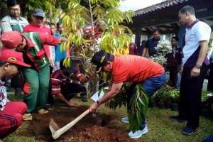 Pemkot Bandarlampung Tanam Bibit Pohon di Unila