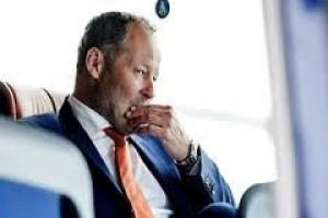 Belanda pecat pelatih timnasnya
