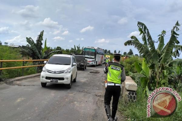 Jembatan Tulung Gunung Mesuji Rusak Timbulkan Kemacetan