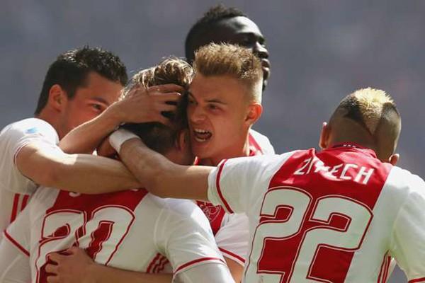 Tertinggal tiga gol, 10 pemain Ajax balik singkirkan Schalke 04