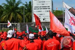Buruh PT Fermentech Demo Tuntut Kenaikan Upah