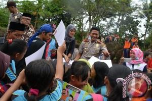 Ratusan Siswa SD Tulis Surat untuk Presiden Jokowi