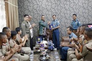 Taruna AAL Kunjungi Lampung