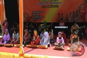 Jalan Sehat Keluarga Meriahkan Peringatan Hari Kartini