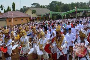 Pelajar Lampung Timur Gelar Tari Melinting Massal