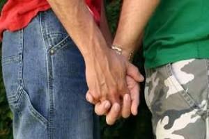 Polisi bubarkan pesta gay di Surabaya