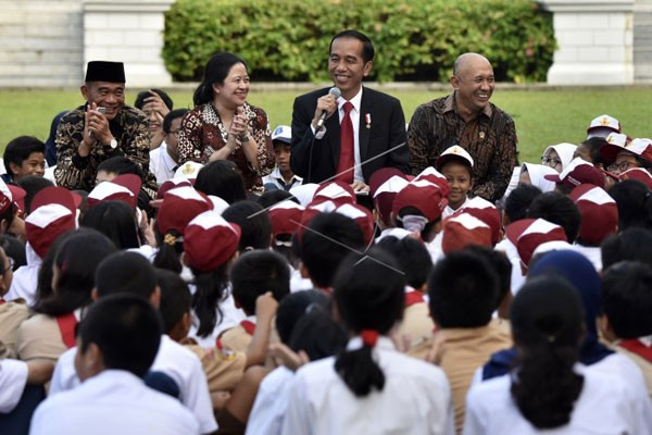 Presiden Dongengkan Lutung Kasarung pada Anak-anak