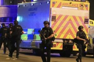 22 orang tewas dalam ledakan di konser Ariana Grande