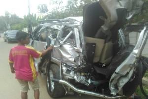 Kereta tabrak mobil, dua orang tewas