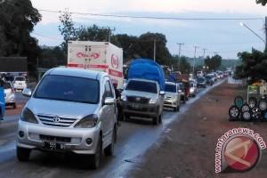 Jalintim Lampung Padat Kendaraan Pemudik