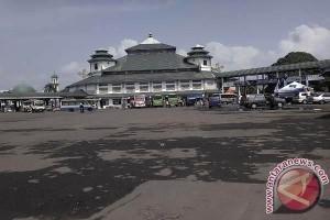 Penumpang Bus Terminal Rajabasa Surut Malam Hari