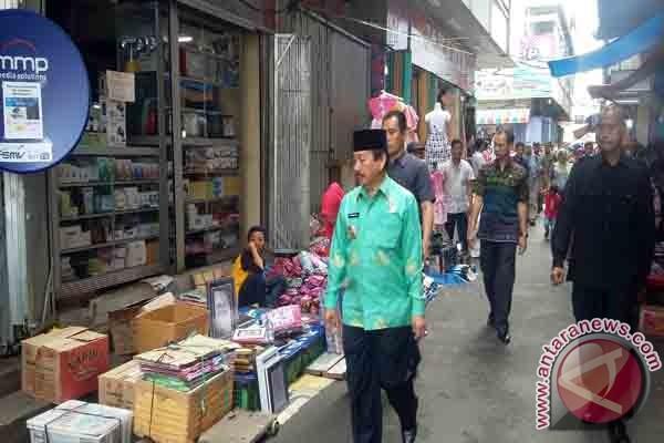 PKL Dilarang Berdagang Bahu Jalan Pasar Tengah