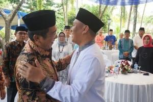 """Hendri Yosodiningrat """"sumpahin"""" Mustafa jadi gubernur"""