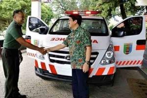 Pemprov Lampung Hibahkan Ambulans ke RS DKT